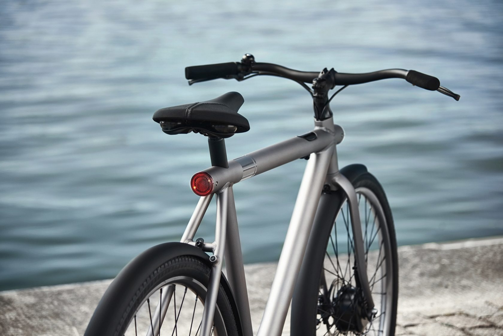 Vanmoof uses reality distortion field for shipping